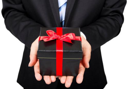 Подарки от частных лиц 702